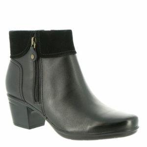 Clarks Emslie Twist Leather Ankle Boots Black